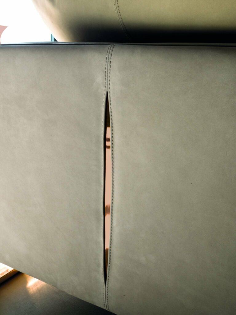 Alessandro La Spada firma i nuovi coffee tables Tiles e il divano Fold per Longhi